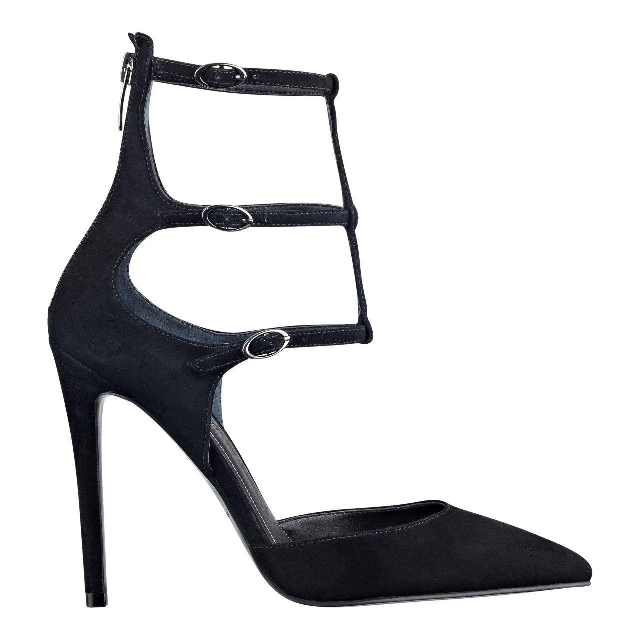 gallery-1454017670-shoe